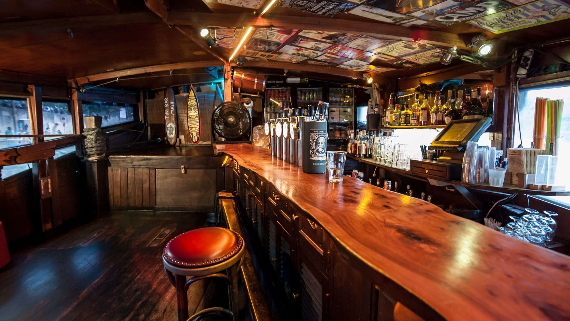 Dame-de-Canton—bar