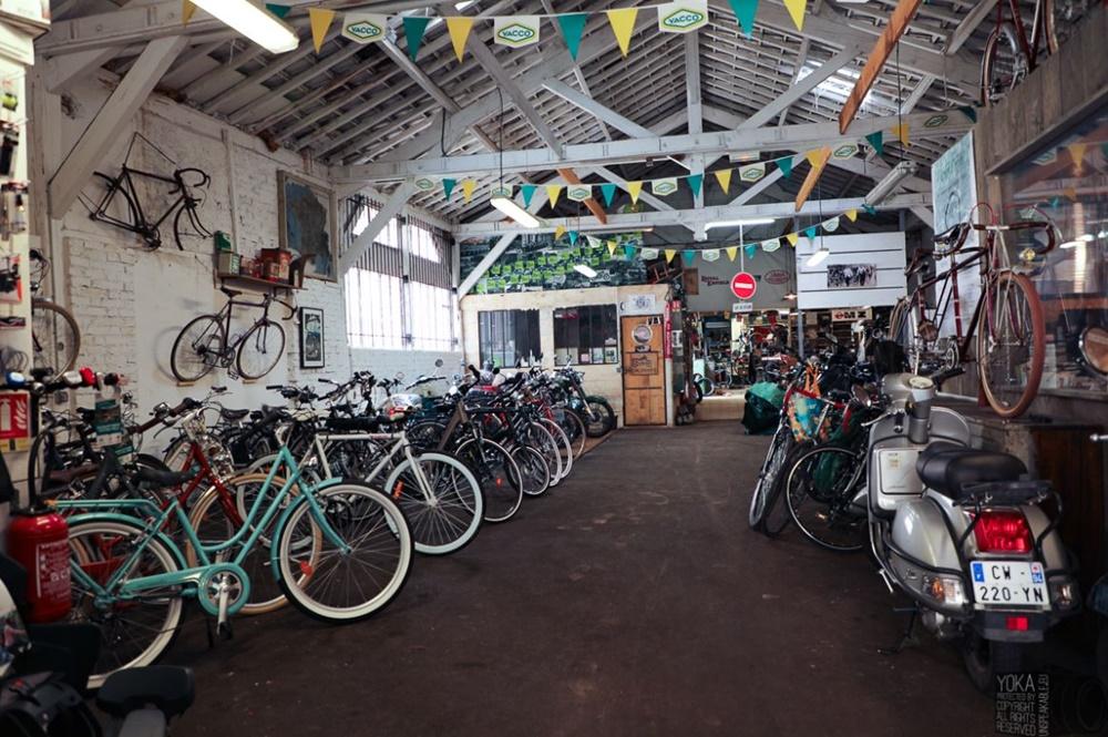 garage vélo cour cyclette