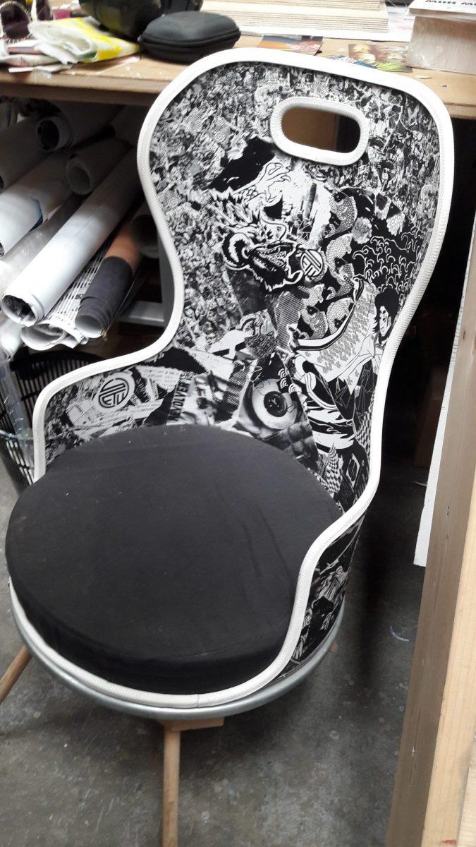 Une chaise réalisée par l'artiste Stew