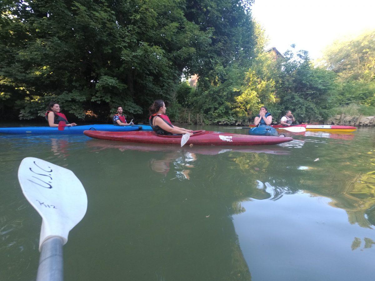 Kayak en équipe sur la Marne