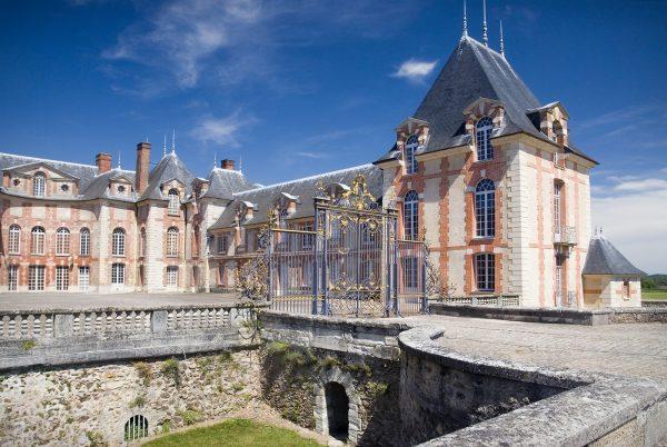 Facade du chateau de grosbois à boissy saint leger