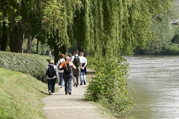 Randonneurs sur les bords de Marne