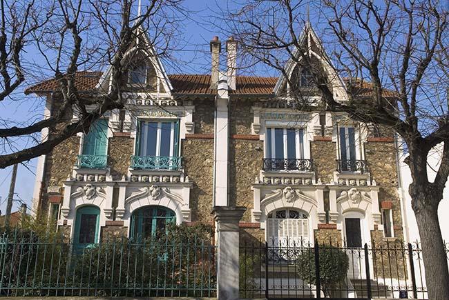 Architecture Art Nouveau des maisons sur les bords de Marne