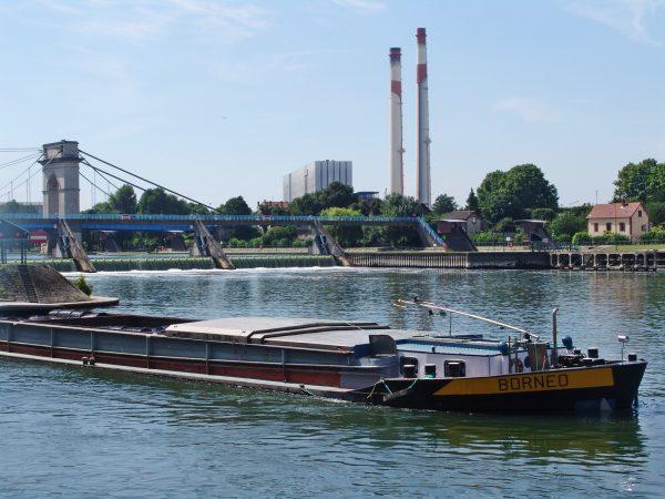 Bateau bord de seine et pont à l'anglais