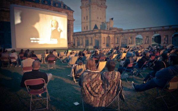 Séance de cinéma en plein air au Chateau de Vincennes