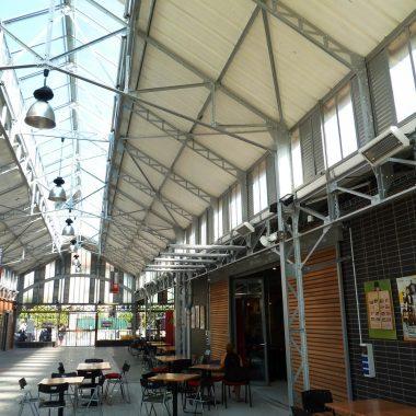 Friches industrielles reconverties en espaces artistiques et culturels