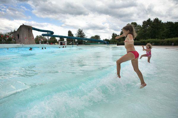 Base de Loisirs de Créteil, piscine à vagues de plein air