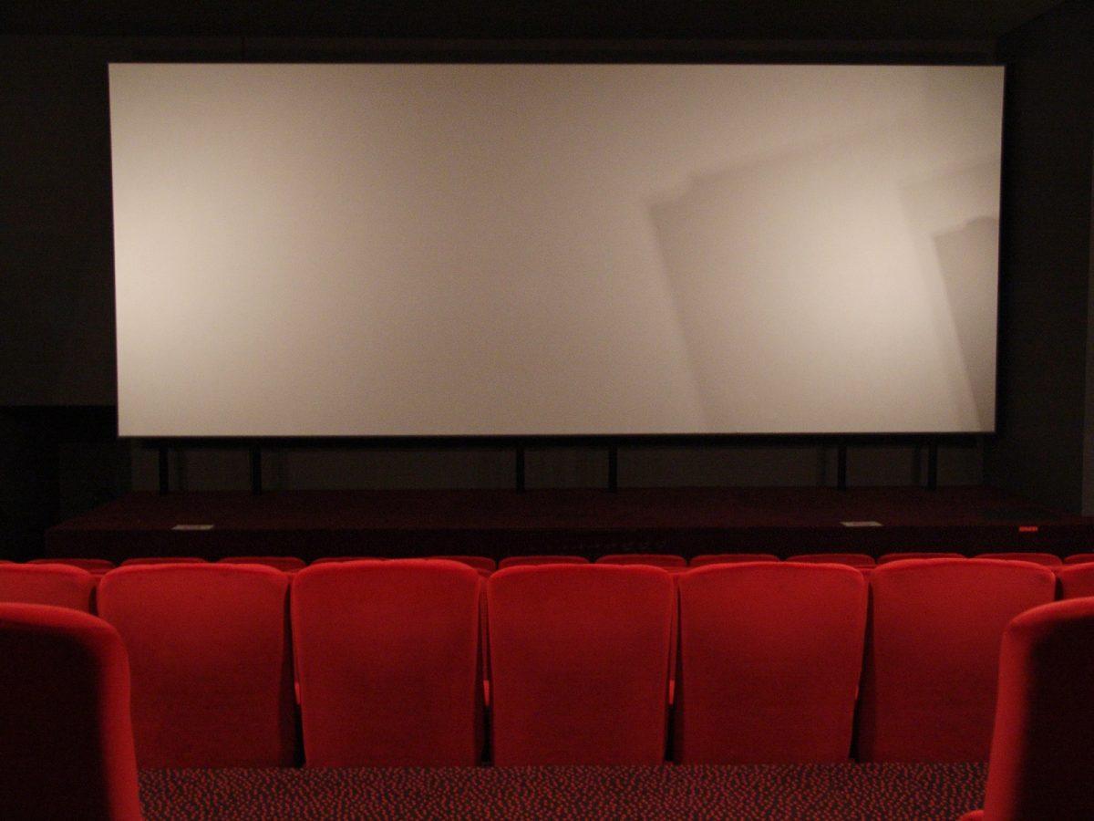 salle cinema sieges rouges