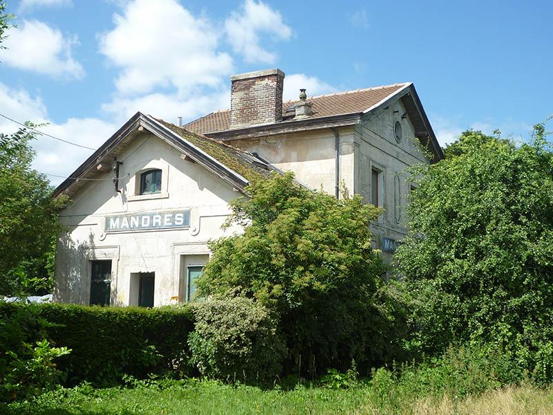L'ancienne gare de Mandres-les-Roses aujourd'hui devenue ferme pédagogique