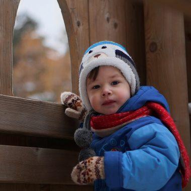 Petit garçon en hiver