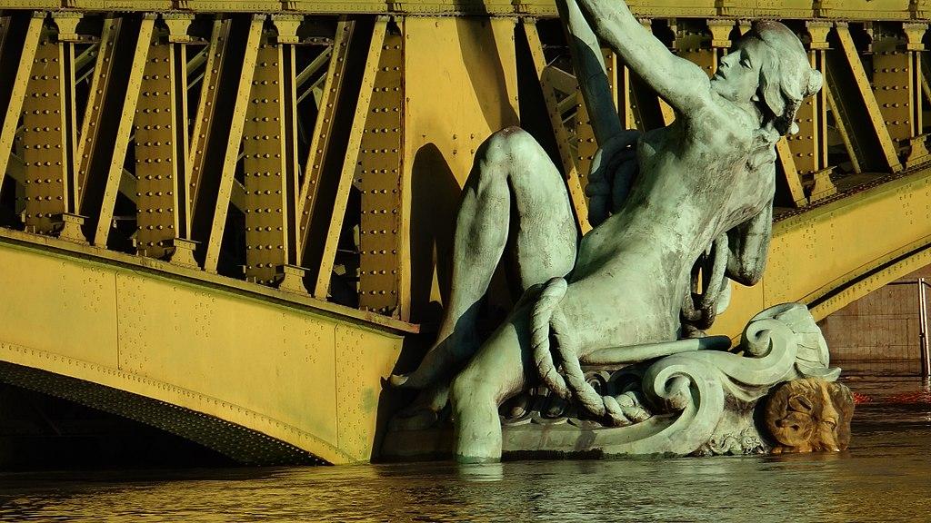 Le Pont Mirabeau à Paris lors de la Crue de 2018