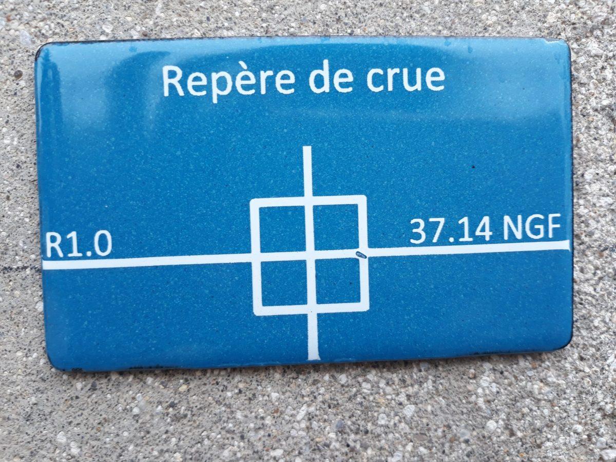 Repère de crue au CDT Val-de-Marne