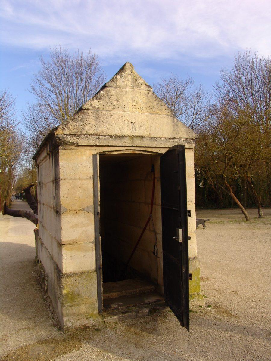 Aqueduc Médicis - Regard dans Paris