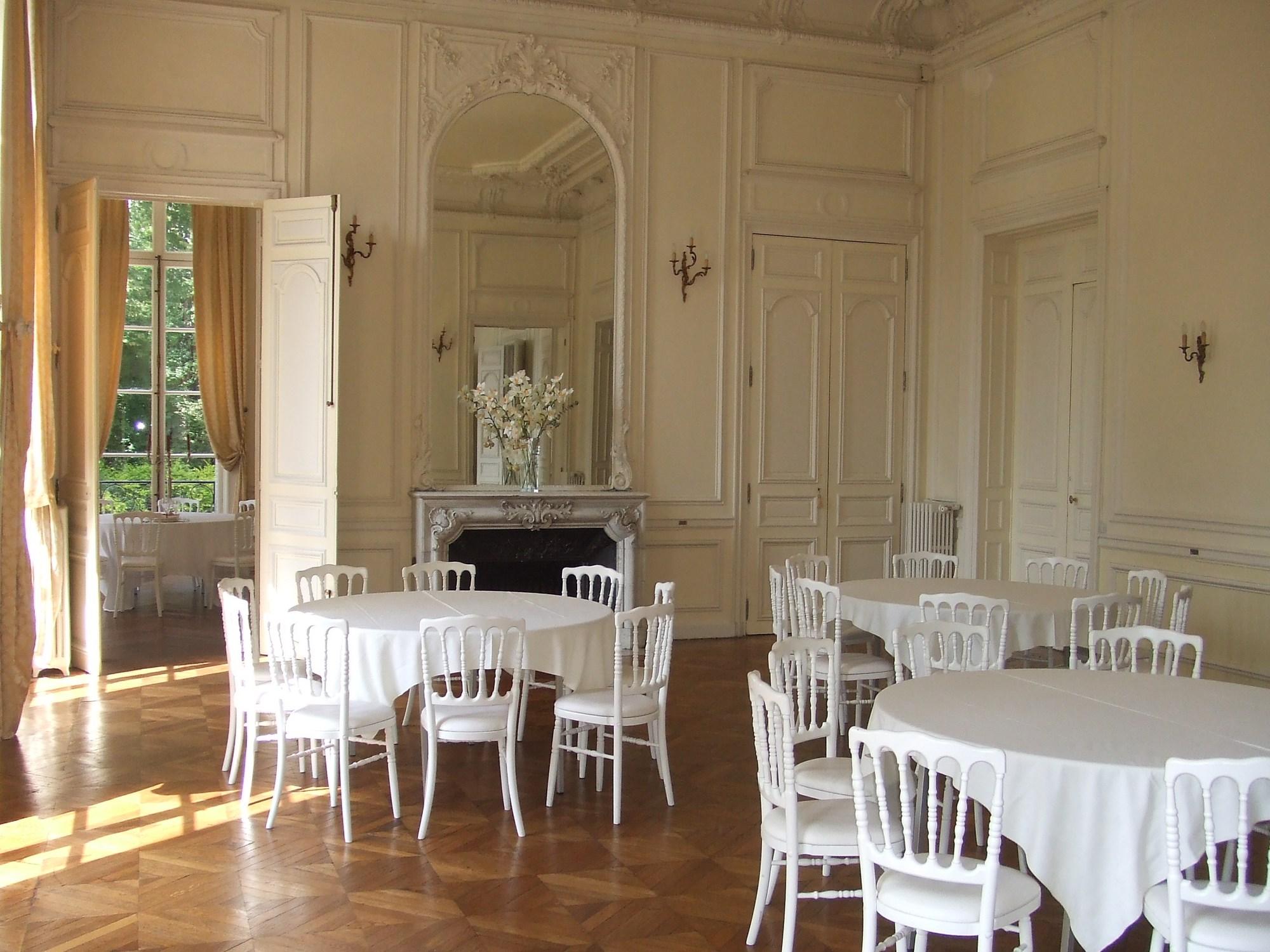 Chateau-Santeny–2-