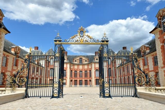 Cour-d-honneur-du-chateau-de-Grosbois—JLL-LETROT