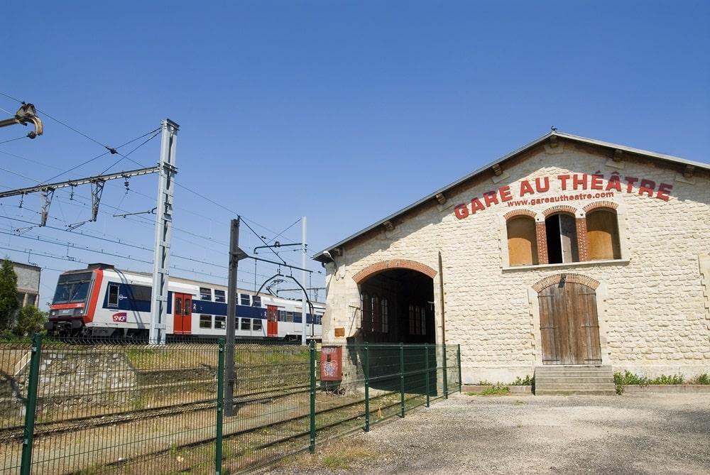 Gare-au-theatre-4