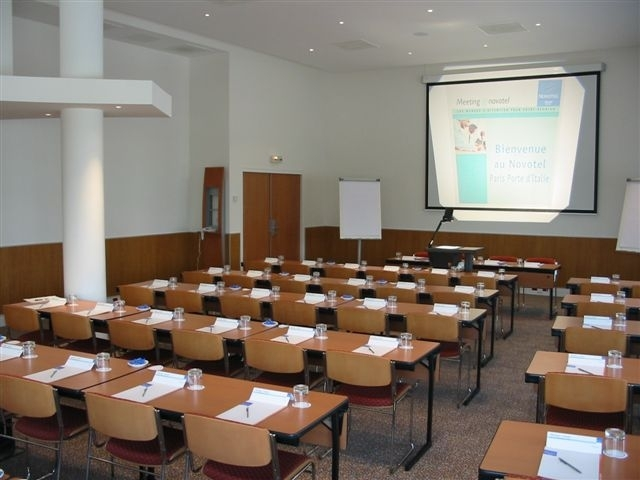 Novotel-Porte-d–Italie-salle-de-reunion-2