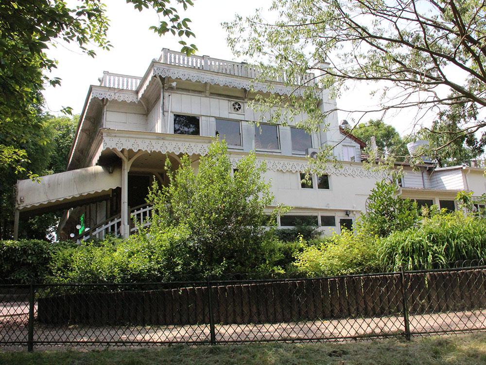 Pavillon-Gravelle-vue-de-jardin