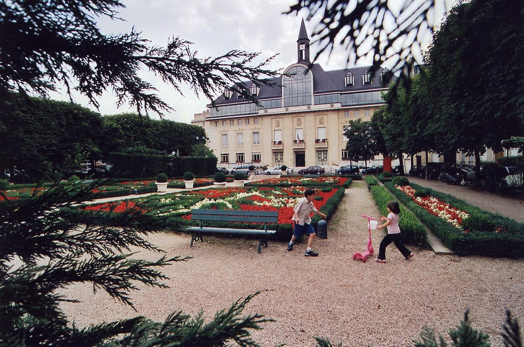Saint-Mande–Mairie