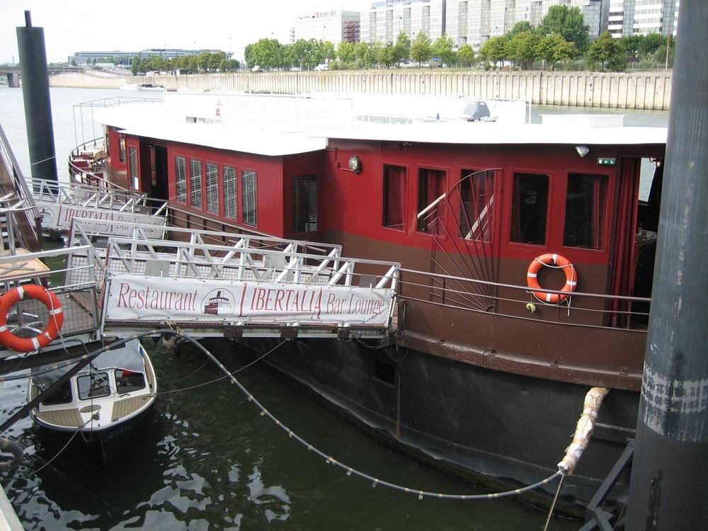 bateau-libertalia-ivry-passerelle