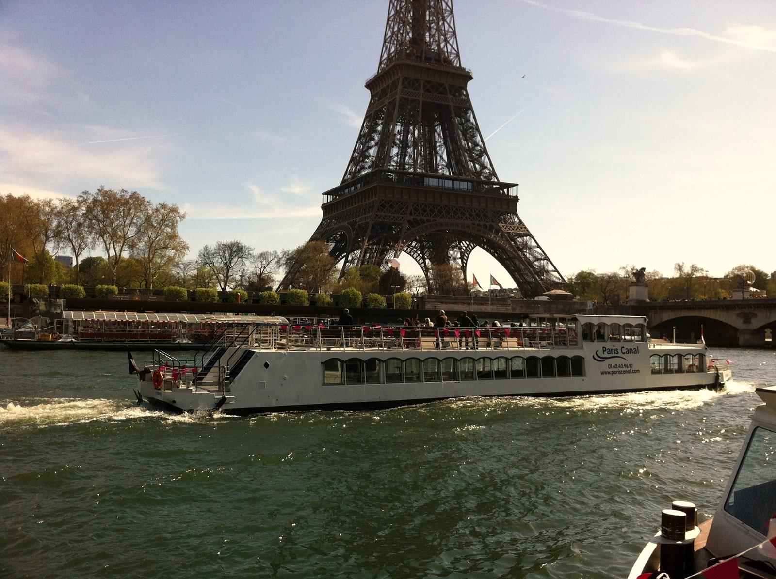 canotier-seine-paris-canal