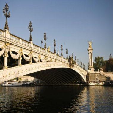 Croisière guidée sur la Seine de Paris à Sèvres