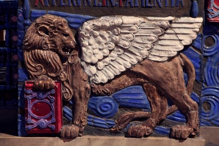 lion-eglise-saint-louis