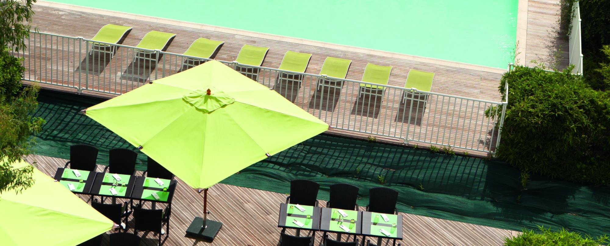 parasol-et-piscine