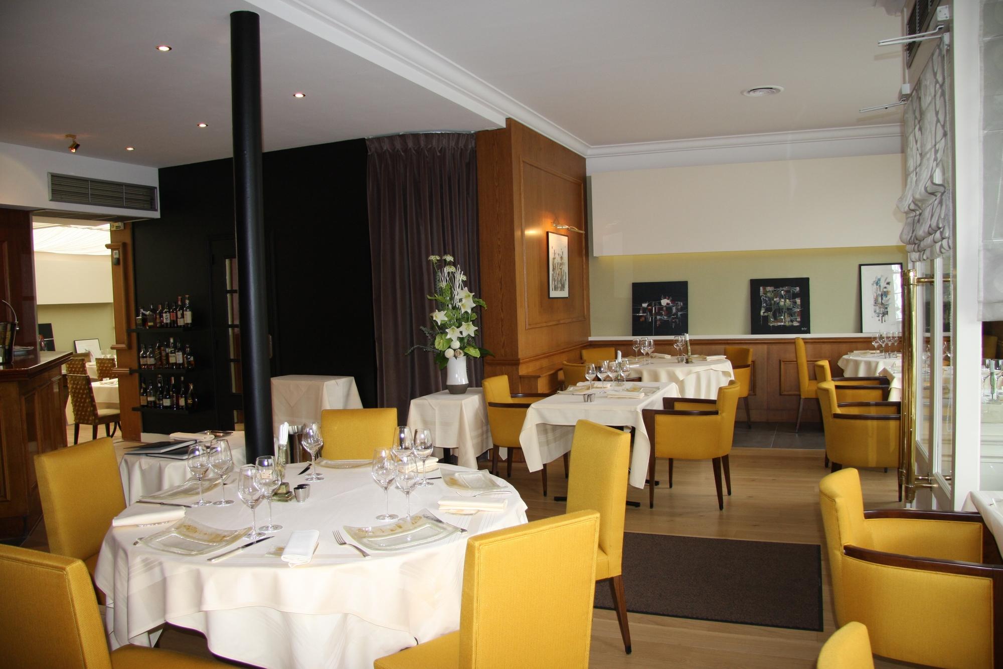 salle-restaurant-Les-Magnolias